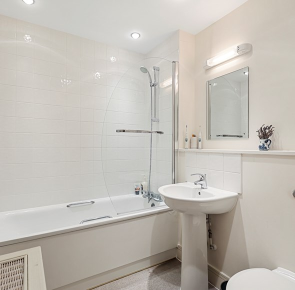 Bathroom at 46 Drapers Court.jpg